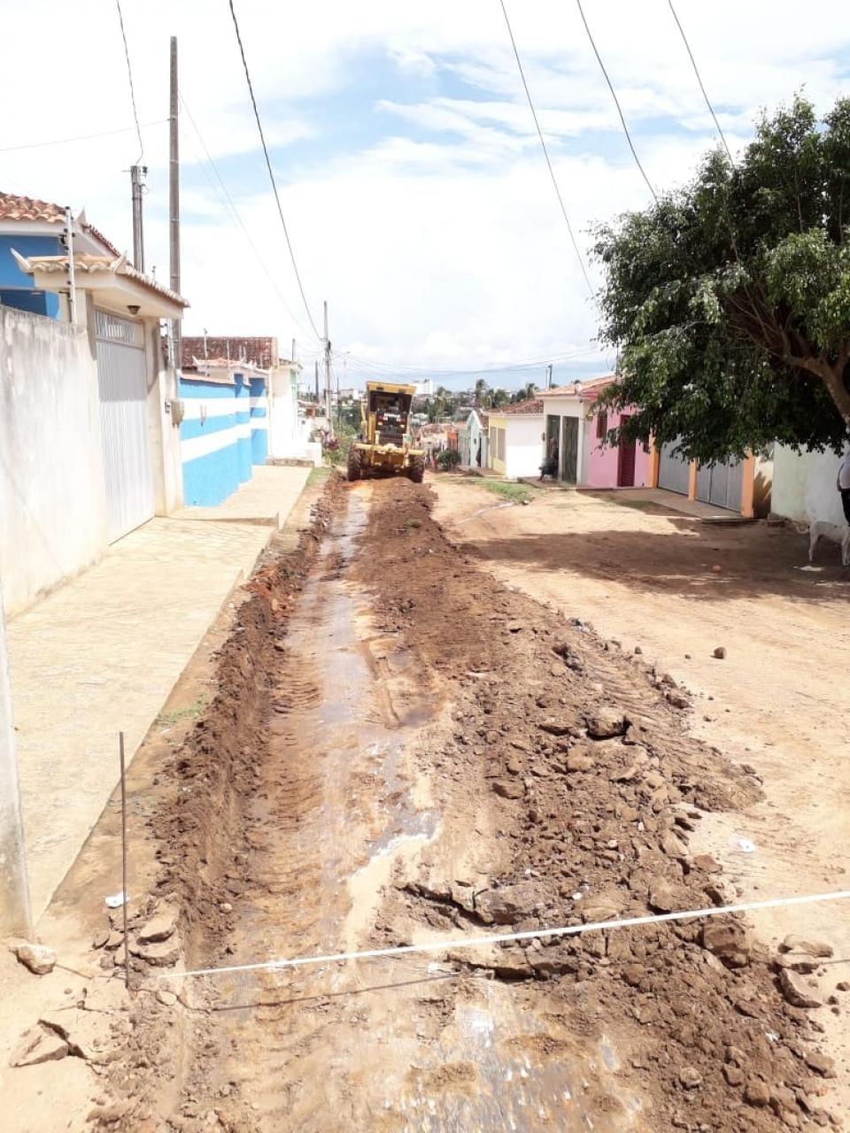 Início da pavimentação da Rua. Josefa Maria, localizada no Bairro Bela Vista