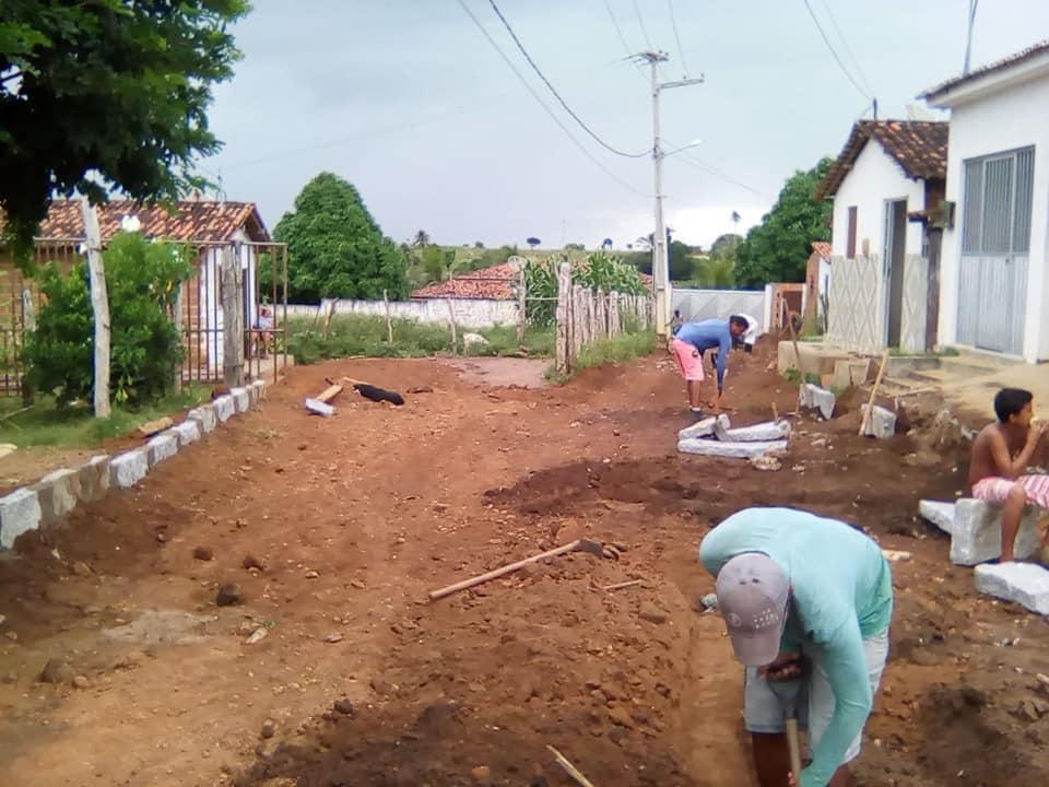 Início da Pavimentação na principal avenida do Bairro da Roseira