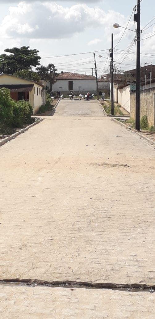 Finalização das pavimentações da Rua. Principal do Bairro da Roseira e suas travessas